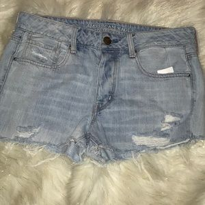 American Eagle distressed jean shorts size 6 light